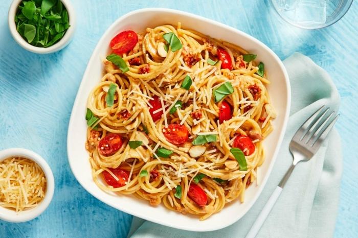 spaghetti rezepte einfach und schnell pasta mit cherry tomaten parmesan und basilikum einfache abendessen