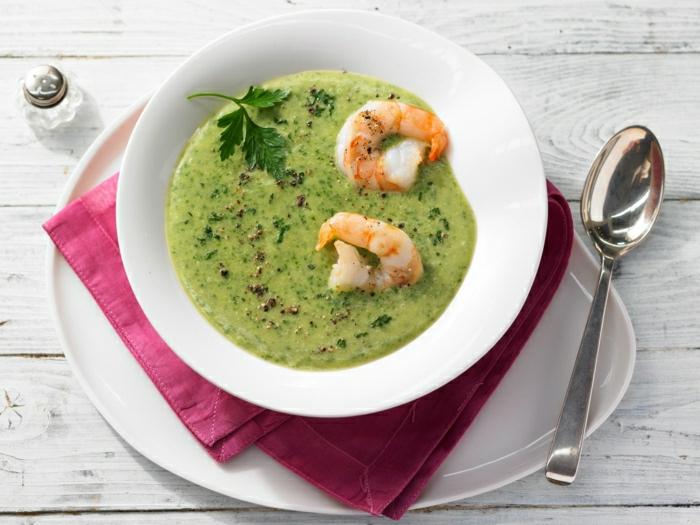 suppe mit garnelen petersilienwurzelsuppe rezept grüne suppe mit petersile und garnelen ein löffel