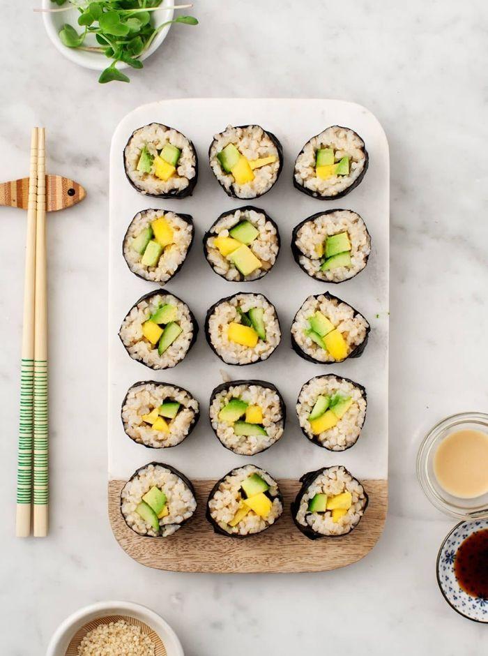 sushi ohne fleisch japanische häppchen fingerfood mit reis und gemüse