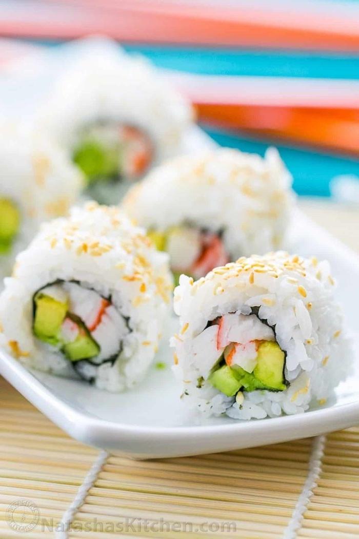 sushi selber machen zutaten fingerfood ideen reis mit gamüse leckere party rezepte