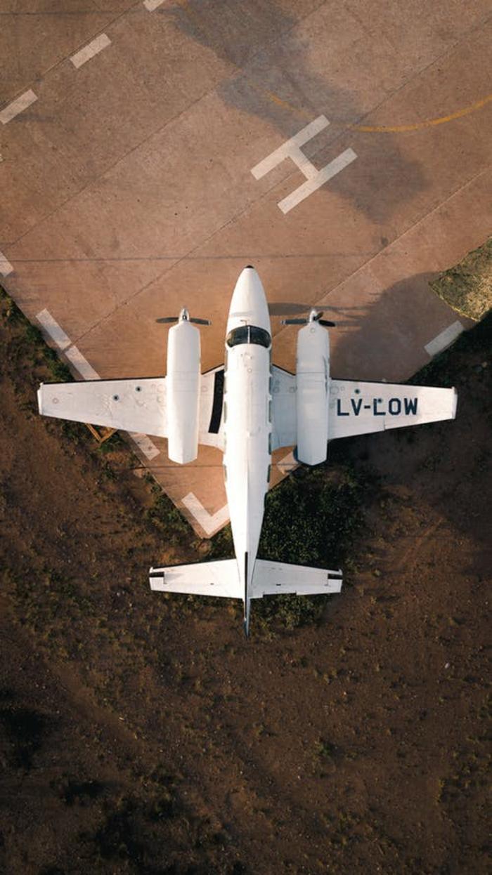 top 10 unternehmen in augsburg flugzeug komponent firmen herstellen weißes flugzeug resized