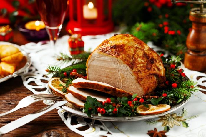 traditionelles weihnachtsessen rezepten fleisch schinken braten weihnachtsteller deko
