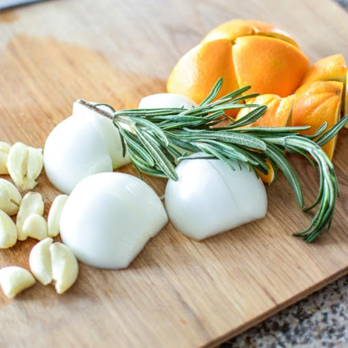 typisches weihnachtsessen weihnachtsmenü ideen pute mit knoblauch zwiebel orangen zubereiten