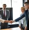 unternehmen in augsburg top 10 admiral markets leute am tisch office hände reichen