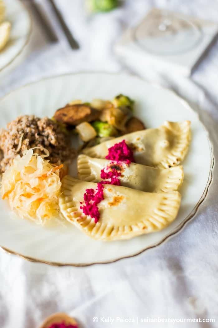 vegane knödel rezept gerichte mit sauerkraut süßkartoffeln gesunde ausgewogene ernährung