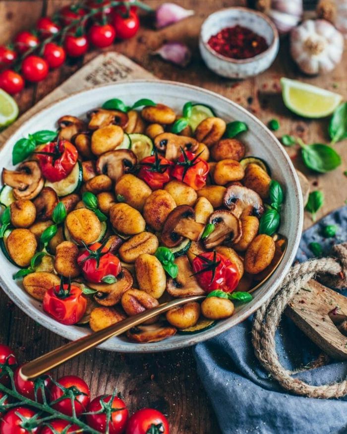 vollkorn gnocchi rezept mit gnocchi vegan original italienische gnocchi selber machen kirschtomaten bailikum pilzen vegan gnocchi