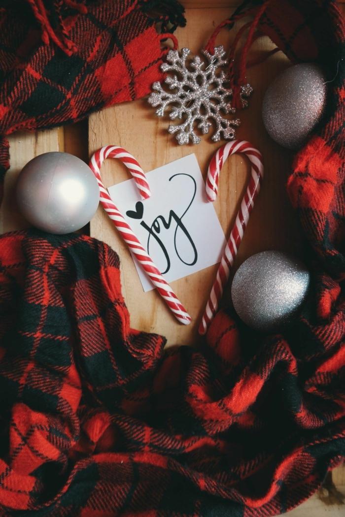 wallpaper handy weihnachten die schönsten hintergrundbilder graue weihnachtskugeln weihnachdeko silberne schneeflocke rot schwarzer schal