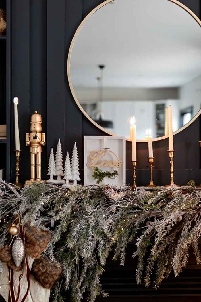 weihnachtsdeko basteln für den tisch gilrnade aus tannenzweigen kerzen kleine weiße tannenbäume festliche zimmerdeko