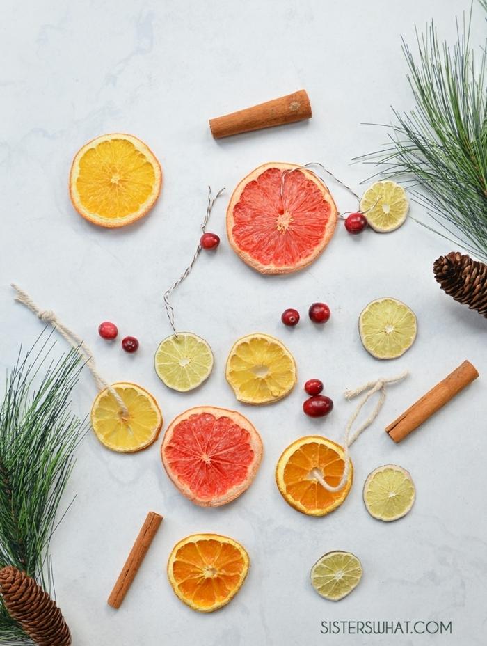 weihnachtsdeko selber basteln girlande aus zitrusfrüchten festliche deko druftende weihnachtsdekoration