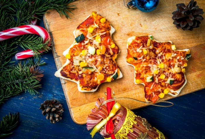 weihnachtsessen stressfrei weihnachtsgerichte ideen pizza in tannenbaum form auf holzbrett