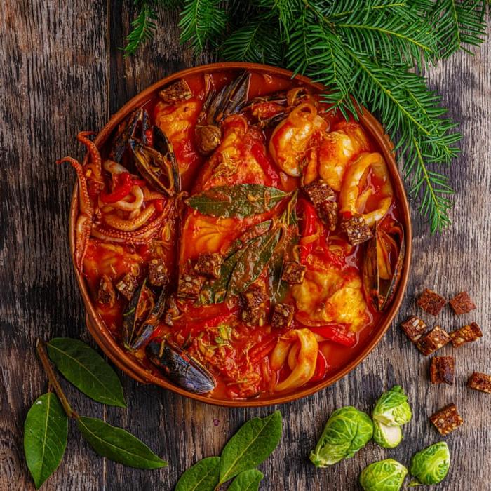 weihnachtsgerichte rezepte für weihnachten hauptgang meeresfrüchte tomatensoße rosenkohl gewürzen