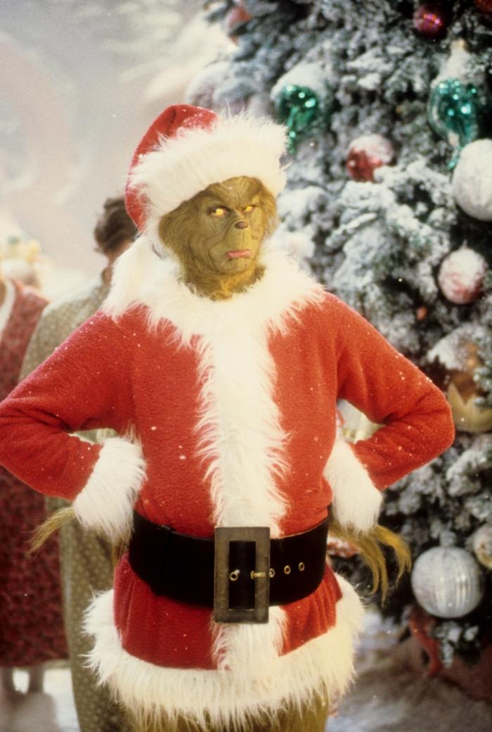 wie-der-grinch-weihnachten-gestohlen-hat-film-weihnachtshintergrund-bilder-handy-grinch-im-roten-weihnachtskostpm-dekorierter-weihnachtsbaum
