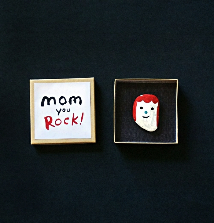 diy muttertag geschenkidee personalisiert gemalter stein porträt mutter mini geschenkbox muttertagsgeschenk basteln kreative ideen