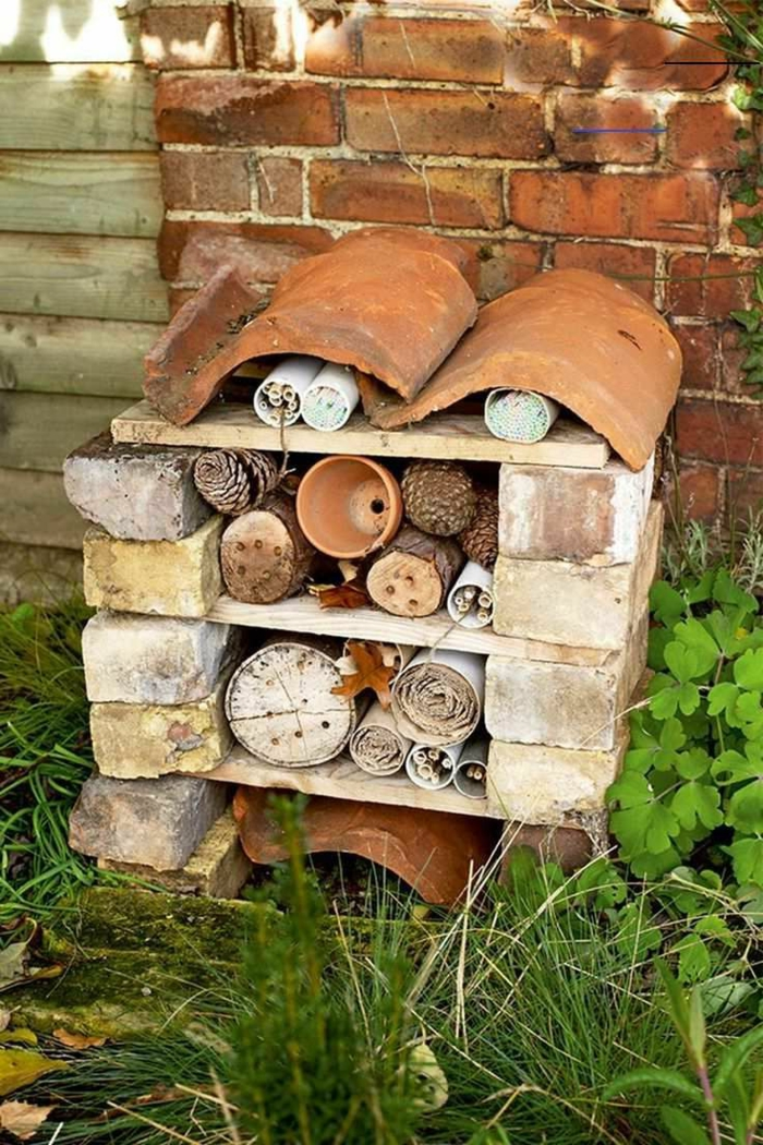 bauanleitung igelhaus selber bauen aus ziegelstein holz im garten machen igel winterhaus