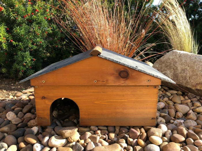 bauanleitung igelhaus wann gehen igel in den winterschlaf igel im garten igelhaus selber bauen holz