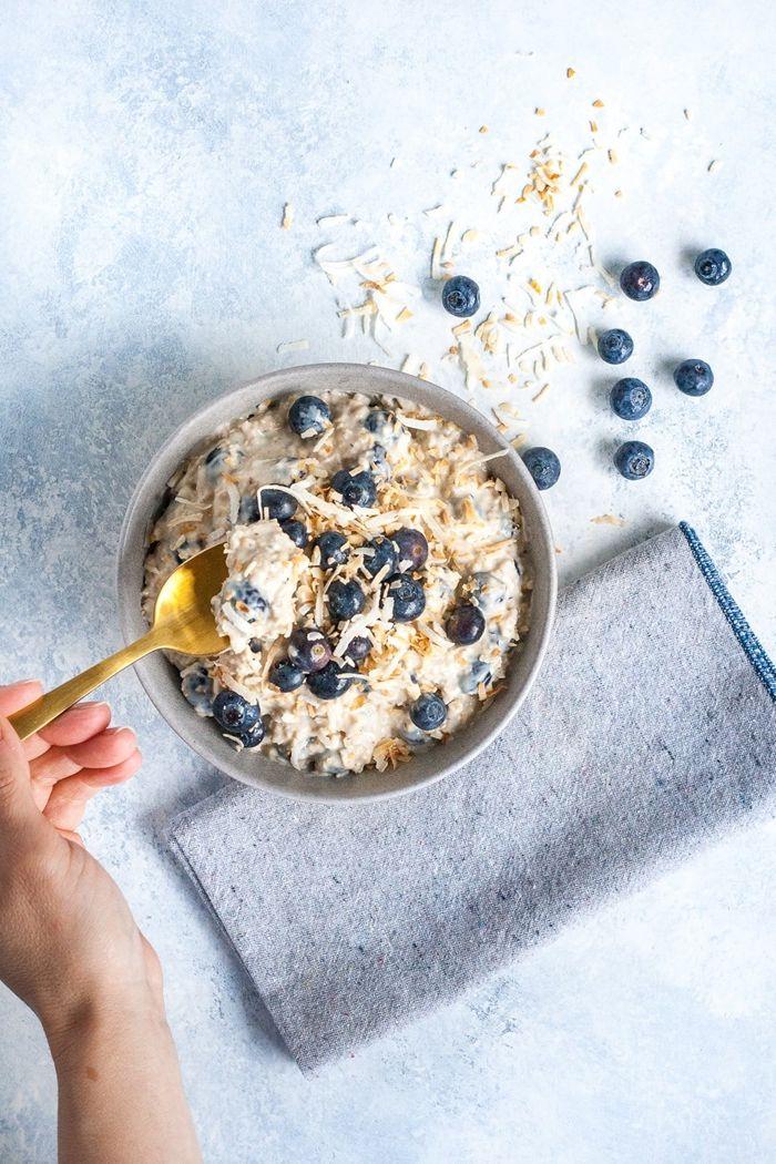 bircher müsli joghurt overnight haferflocken mit beeren und honig gesund essen