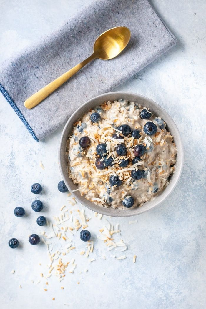 bircher müsli selber machen gesundes frühstück zum abnehmen haferflocken mit beeren und joghurt