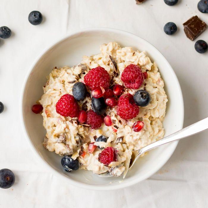 bircher müsliselber machen gesundes frühstück ideen haferflocken mit joghurt und beeren