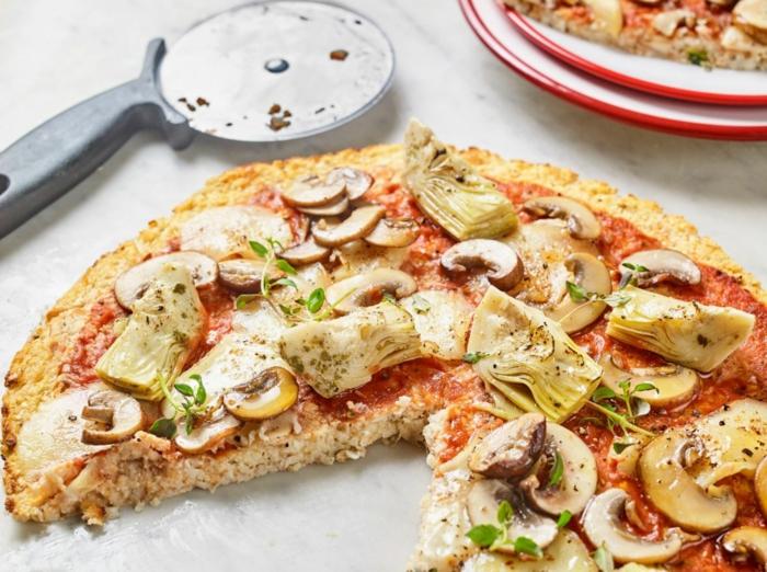 blumenkohl rezepte eine blumenkohl pizza mit.champignons und paprikaschotten und tomaten