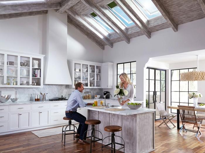 dachfenster austauschen kosten große küche mit insel weiße schränke moderne inneneinrichtung mann und frau unterhalten sich