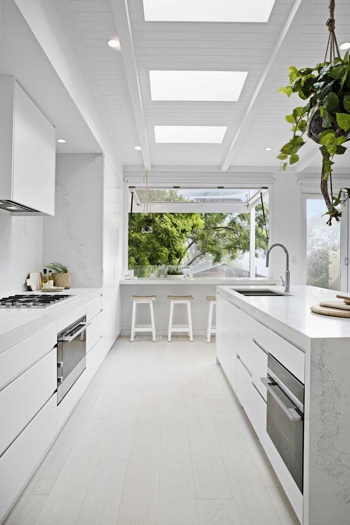 decke gestalten ideen und tipps küche einrichten kchengestaltung in weiß fenster an der zimmerdecke