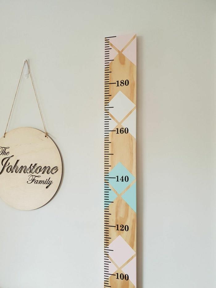 deko ideen kinderzimmer bunte messlatte kinder basteln mit bunten farben minimalistische dekoration