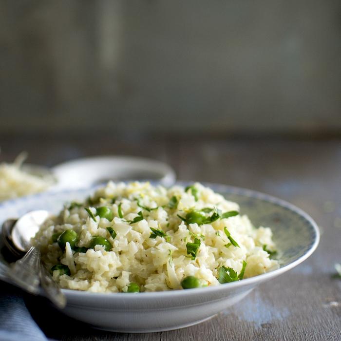ein blumenkohl risotto mit blumenkohl und champignons und petersilie