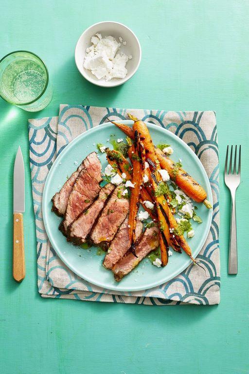einfaches 3 gänge menü 3 gänge menü rezepte für anfänger romantisches abendessen valentinstag dinner steak gebraten scheiben mit karotten teller