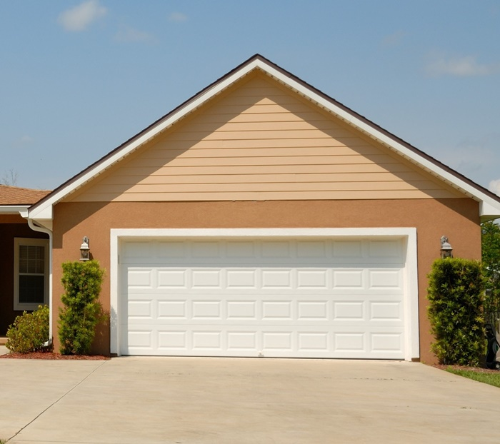 garagentor auswahl hilfreiche tipps automatischer weißer tor garage