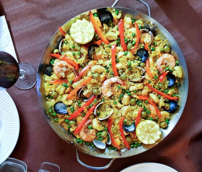garnellen miesmuscheln paella mit meeresfrüchten und gemüse reisgerichte spanien klassische gerichte kochen ideen