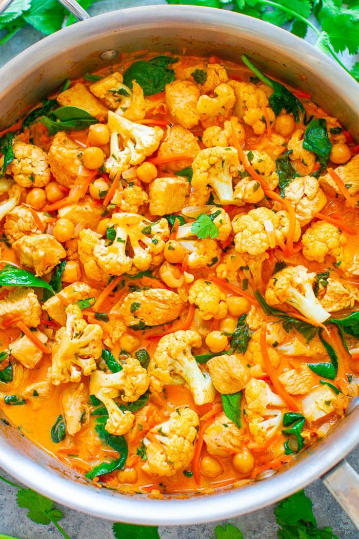 gericht mit blumenkohl ein teller mit blumenkohl curry blumenkohl rezepte
