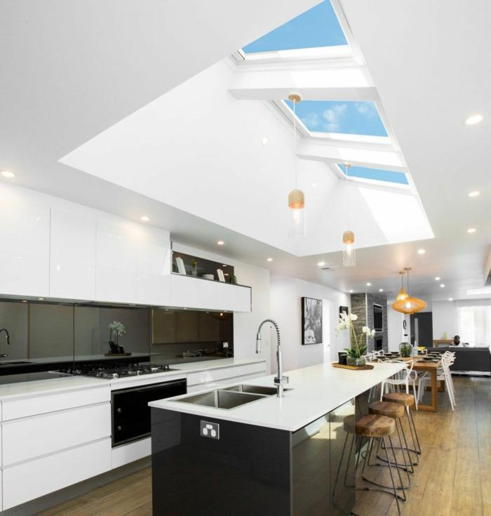 große moderne küche mit theke velux dachfenster größen inneneinrichtung inspiration modern