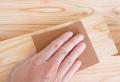 Holz richtig schleifen – so wählen Sie das richtige Schleifpapier aus!