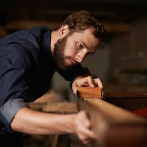 Holz richtig schleifen - so wählen Sie das richtige Schleifpapier aus!