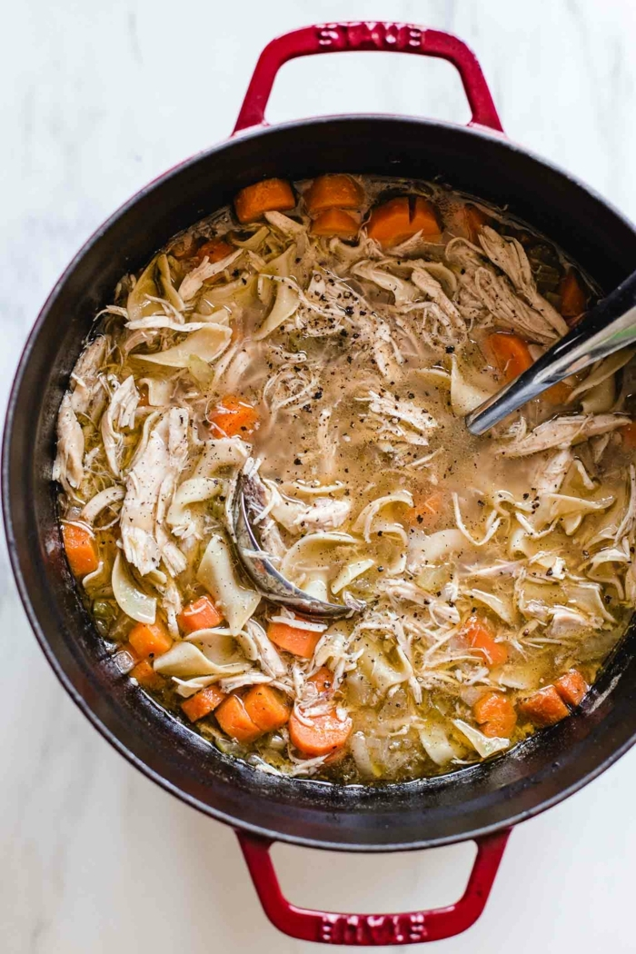 huhn nudeln suppe kochen 2021 rezepte dutch oven ideen gesunde ernährung roter topf