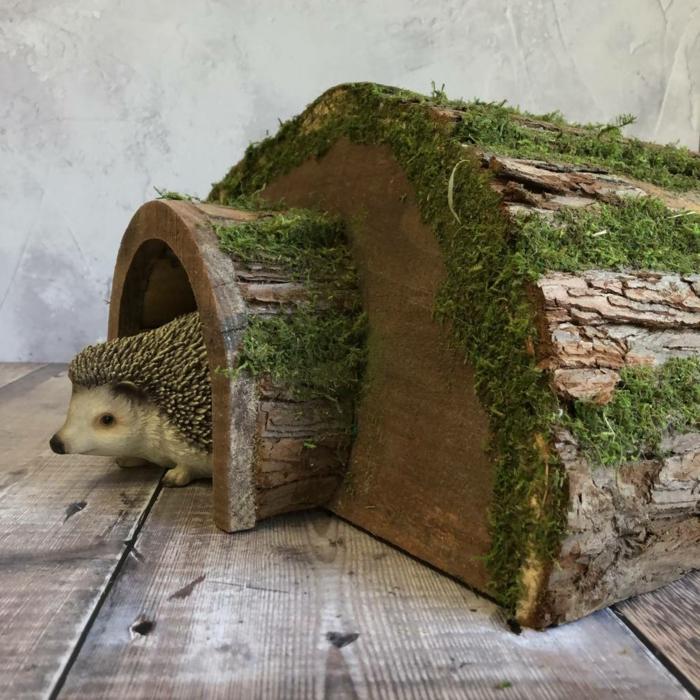 igel im haus originelles igelhaus bauen baumstamm tunnel kleinen igel