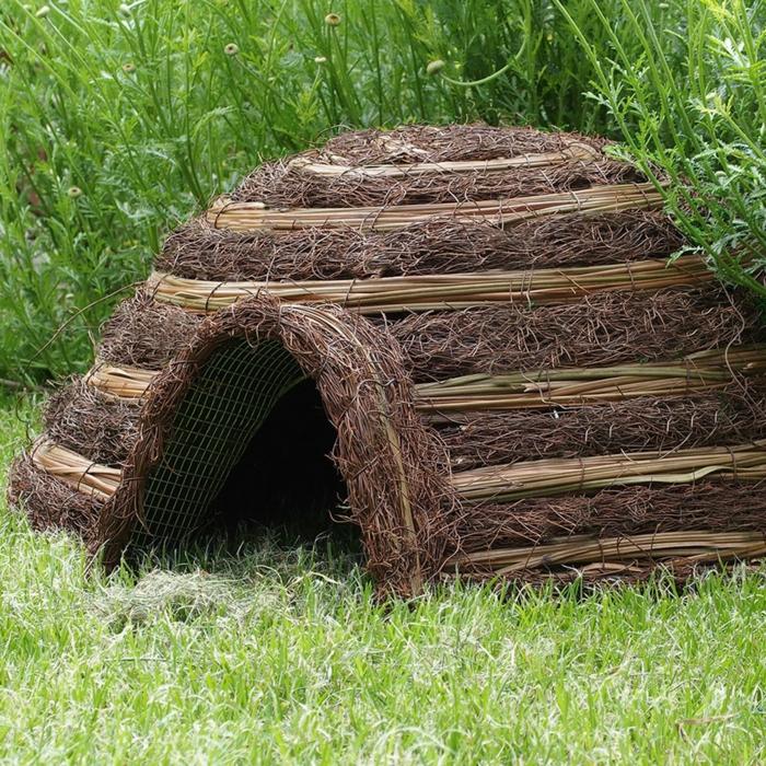 igelhaus bauanleitung katzensicheres igelhaus bauen iglu für igel selber machen aus stroh metal