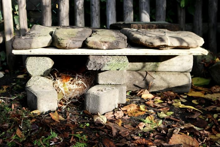 igelhaus bauen aus steine zusammensetzen igelhaus mit rattenklappe selber machen gemütliches igelhaus bauen