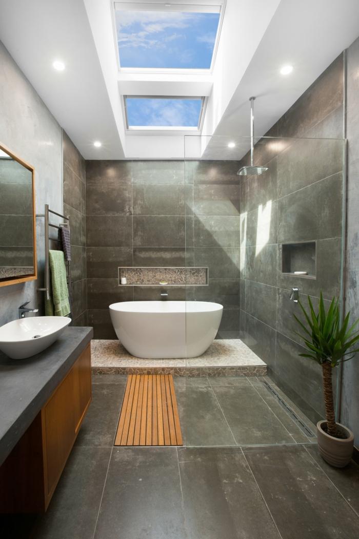 innenausstattung badezimmer mit badewanne schwarze fliesen velux fenstergrößen austauschen informationen und tipps grüne deko pflanze