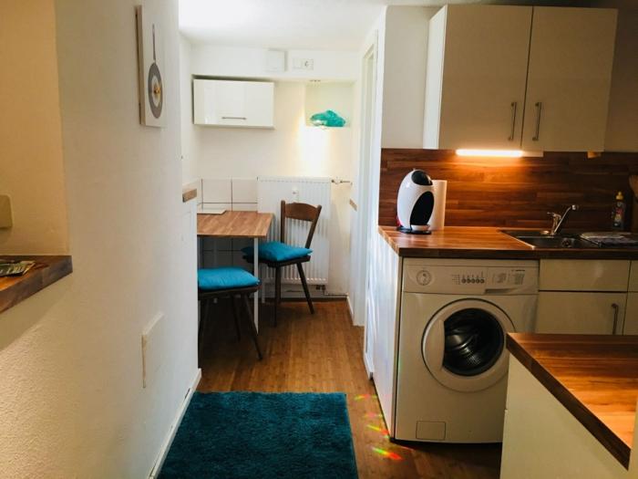kellerraum gestalten kellerwohnung souterrain wohnung küche wohnzimmer lampen licht holz weiße wände