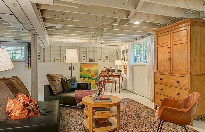 kellerwohnung souterrain fenster wohnzimmer einrichten souterrain definition holzmöbel teppich wohnraum