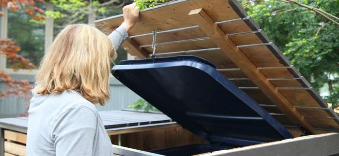 klappenmechanismus selber bauen müllbox selber bauen ein mülleimer frau mülltonnengarage