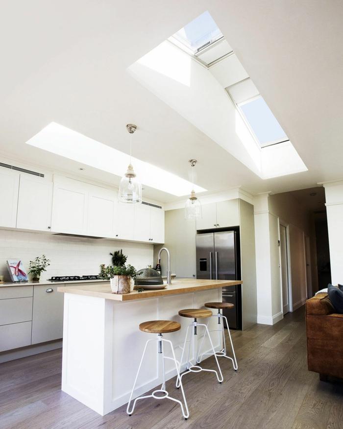 kleine minimalistische küche in weiß mit insel velux dachfenster austauaschen informationen und tipps