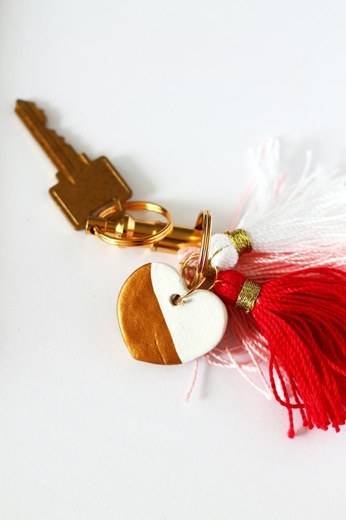 kleines herz aus schlüsselanhänger originelles geschenk für mama basteln diy anleitung schritt für schritt
