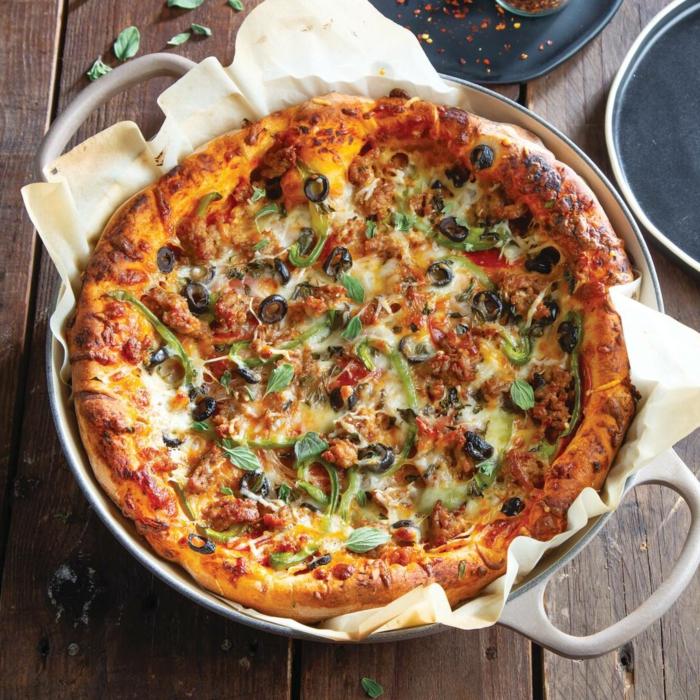 leckere pizza mit gemüse und oliven rezepte dutch oven italienische gerichte inspiration