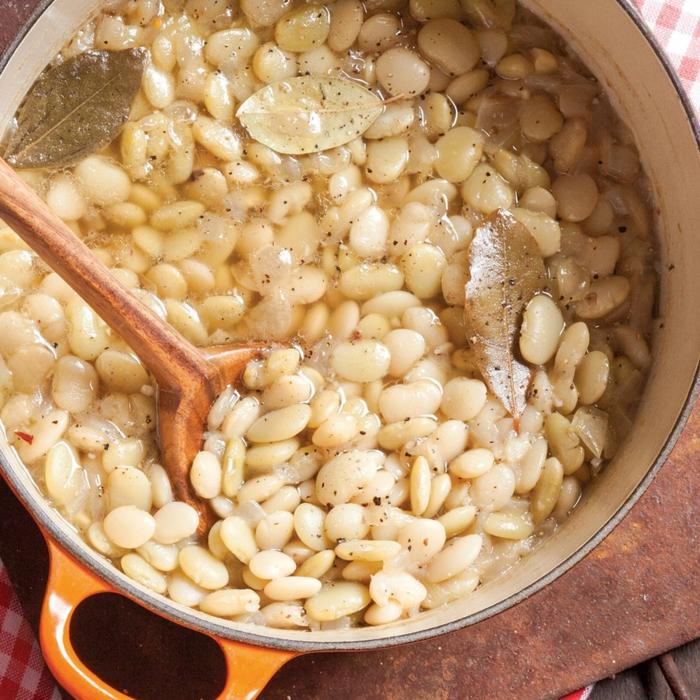 leckere speisen mit bohnen rezepte für dutch oven leicht und schnell löffel aus holz mittagessen ideen