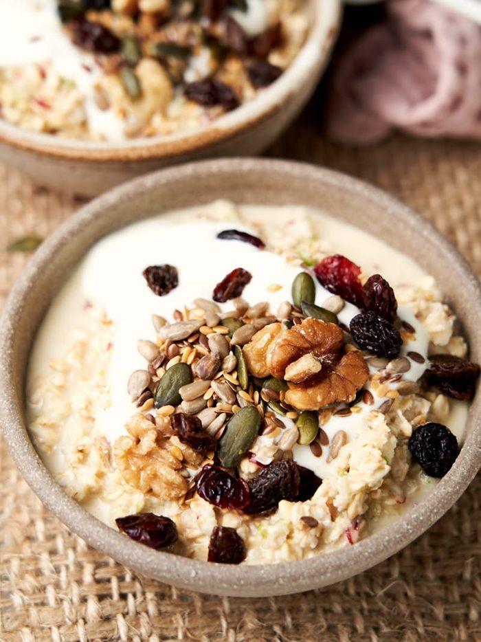 müsli mit joghurt nüssen und chia gesunde rezepte frühstücksideen