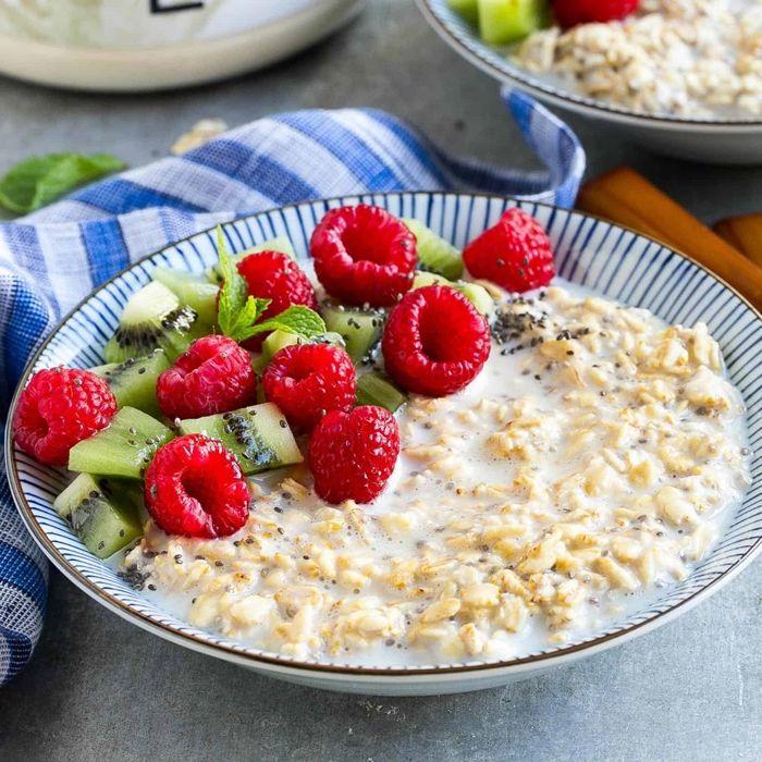 müsli zum abnehmen overnight oats mit himbeeren haferflocken mit joghurt