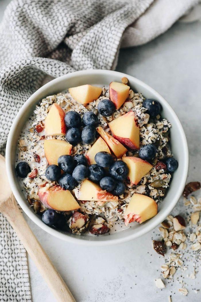 müsli zum abnehmen rezept mit blaubeeren und äpfeln gesundes frühstück