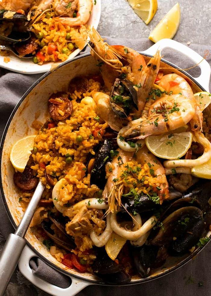 mallorquinische paella rezept mit meeresfrüchten und reis klassische spanische küche inspiration ideen große pfanne